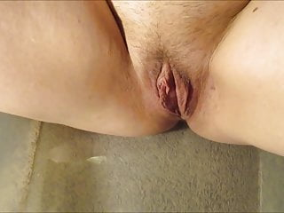 Mature gay watersports Piss on sexy bbw pussy pee on girlfriends clit watersport