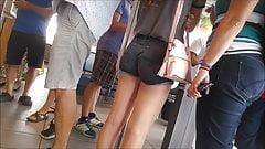 Teen-Arsch in Shorts, versteckte Kamera 34