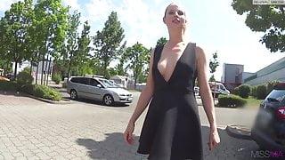 MissMia Spermwalk
