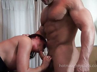 Bodybuilder couples sex Milf and bodybuilder sex
