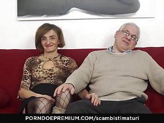 Scambisti voyeur Scambisti maturi - mature italian gets her asshole banged