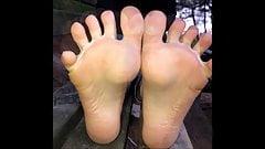 Nadia (новая модель) двигает ее сексуальными (размер 39) ступнями