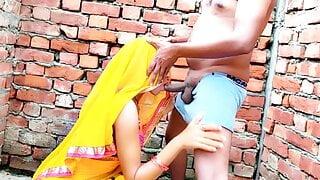 Babita-x-Singh Ghar Ke Bahar Outdoor Sex In Saree – Indian Sex