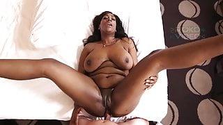 Huge tits Ebony Milf