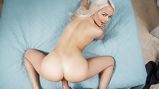 BaDoinkVR Filthy Stepdaughter Elsa Jean Gets Daddy's Dick