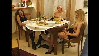 FRENCH PORN 9 anal lesbians sextoy