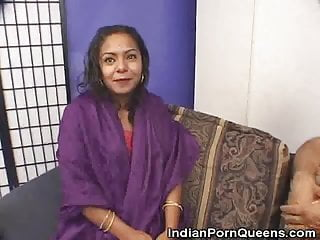 Sweetie sucks Stripped indian sweetie cock sucks