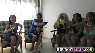 Maria, Otra Madura y Dos Teens Follamos a dos Jovencitos