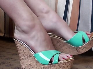 Sexy cork wedge shoes hit bg Long slender toes in green wedge shoe