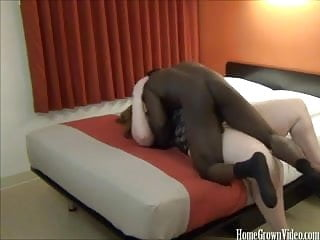 Filles amateur Filling her fat pussy with big black cock