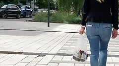 Blonde with ponytail and very jiggly jeans ass