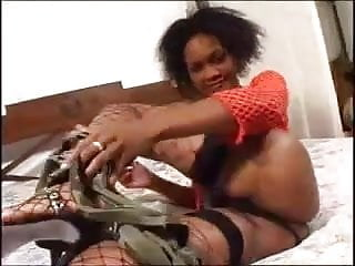 Shania twain in her bikini Shania - ebony - casting fr
