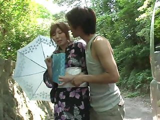 Teen delights nude Kimono girl gives passerby sexual delight in the back of his car