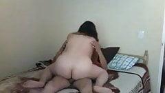 Моя сексуальная подруга-неверная жена скачет на мне перед скрытой камерой
