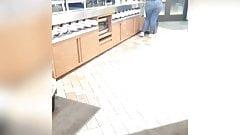 Culo grosso pawg al lavoro alla stazione di servizio