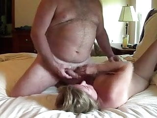 Catch the sperm - Wife runs with the sperm of her husband in the face