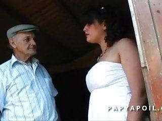 Gross sex shots Papy defonce une grosse beurrette aux gros seins