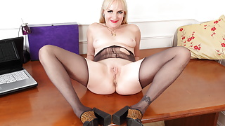 UK mature Mouse strips off and works her fanny with fingers