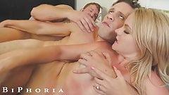 Biphoria - namorada tesuda do garoto da piscina inicia sexo a três com chefe