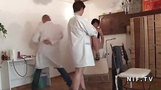 FFM French mature hard analyzed and plugged at the gyneco