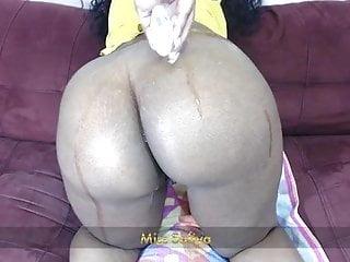 Black girls with oily ass - Oily ass shaking twerk