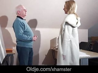 Diagnostic strip test - Old interviewer fucking young blonde as a test