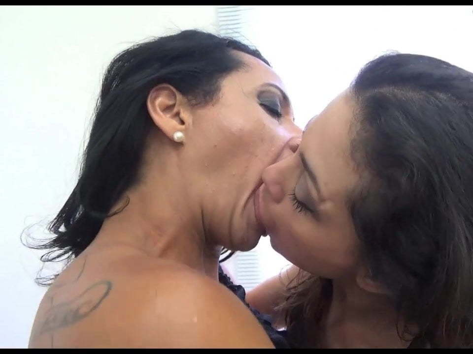Lesbian Asian Sloppy Kiss