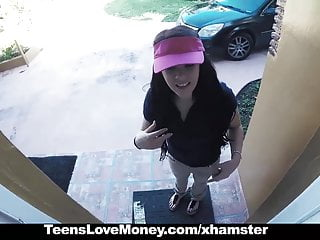 Delivery girl sex video - Teenslovemoney - delivery girl gets a big tip