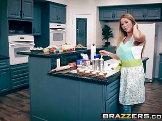 Wrestling stars big boobs - Brazzers - mommy got boobs - bake sale bang scene starring