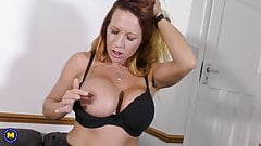 Naughty amateur MILF with hungry cunt