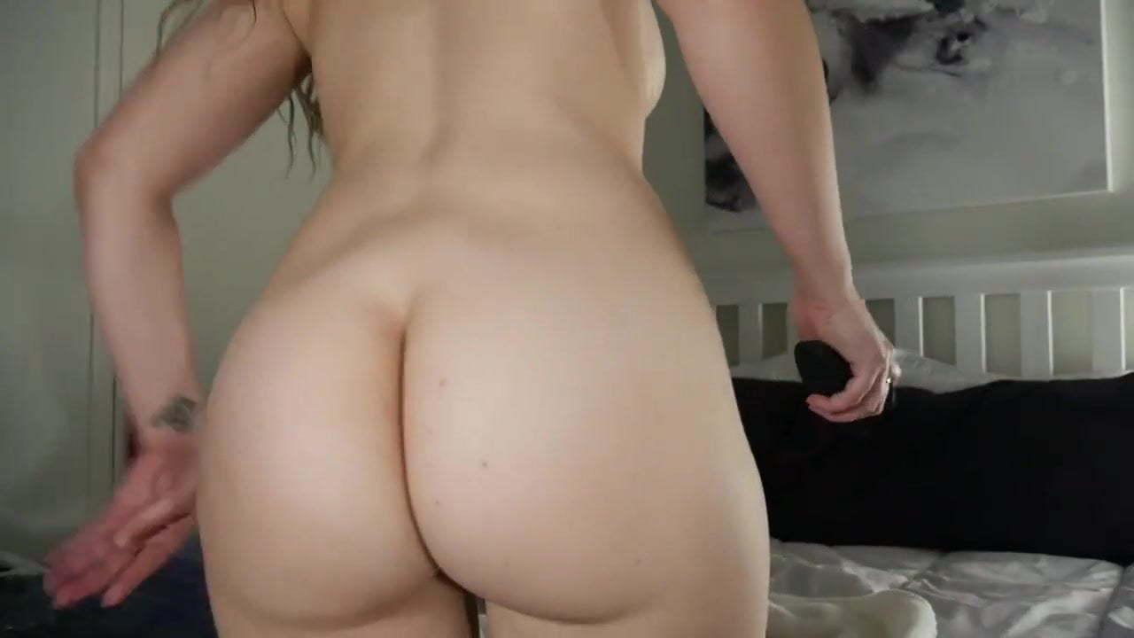 Ashley Alban Porno unboxing analplug - ashley alban