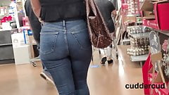 Perfect PAWG in Jeans