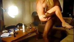 Экстремально сексуальная хотвайф принимает огромный черный член с кримпаем