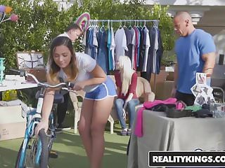 Sexy summer clothing sales - Realitykings - sneaky sex - yard sale starring jaye summers