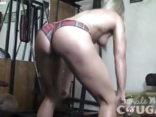 Female muscle extreme bikini - Female muscle cougar claire in the gym
