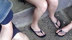 Sotto la gonna di gambe sexy candide