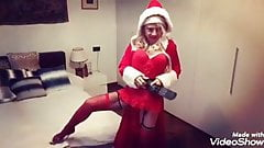 Lisa Monti la pornodiva vestita sa Babbo Natale gioca