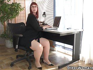 Scarlett johnasson naked American milf scarlett spreads her thunder thighs