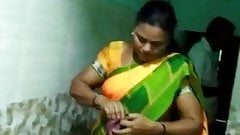 Chennai hot aunty boobs show with tamil audio