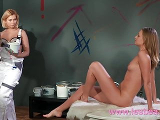 Wet pussy face sitting - Lesbea tracy lindsay gives face sitting to ukrainian pussy
