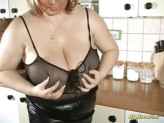 Huge breasts sensitive clit Huge breasts babe dildoing her juic pussy deep hard