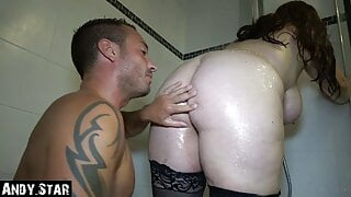 BBW TEEN GIVES INTENSIVE BLOWJOB IN THE SHOWER