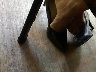 Free video mature women masturbating in high heels - Colleague in high heels pumps 6