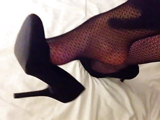 Crossdresser pantyhose heels Louise nylon in pantyhose, heels and gloves