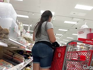Paparazzi upskirt picture Big butt latina doesnt mind the paparazzi