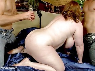 Chubby muscle stud - Milf is oiled and fucked by 2 muscle bound studs