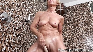 Mature big natural tits hottie pussy playing and fingering