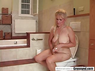 3d bathroom sex Bathroom sex with a mature woman