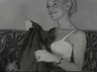 1950s tits gallery - 1950s blonde pin-up angel lounging
