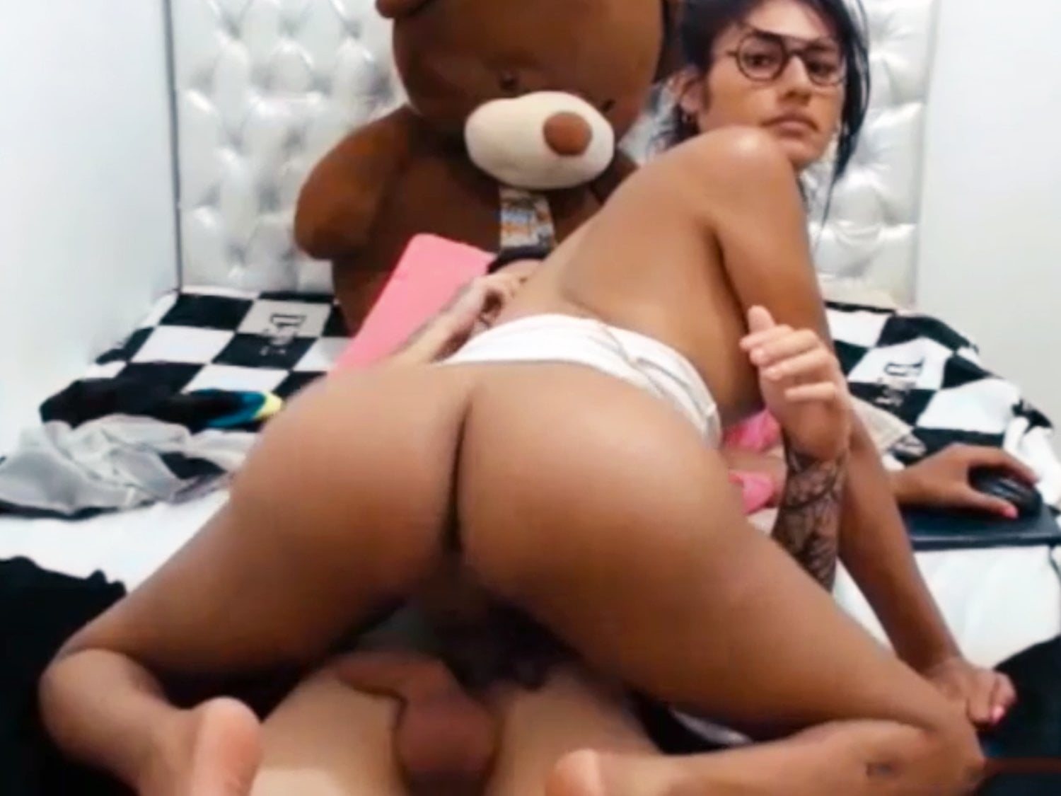 Latina Shemale Fucks Shemale